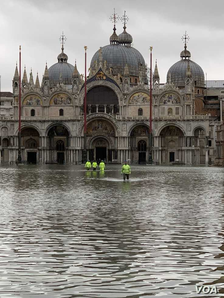 FILE - Emergency workers are seen wading through high waters during November flooding in Venice. (Sabina Castelfranco/VOA)