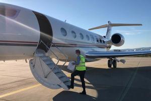 Transplant materials being loaded onto Lockheed Martin plane