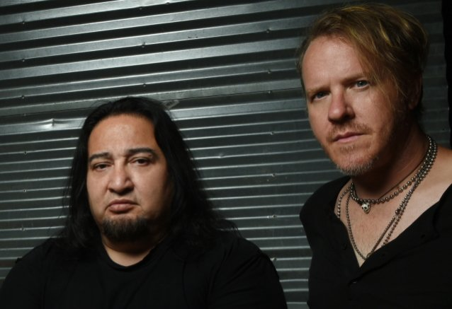 FEAR FACTORY's DINO CAZARES On BURTON C. BELL: 'There Hasn't Been Any Communication Between Us Two At All'