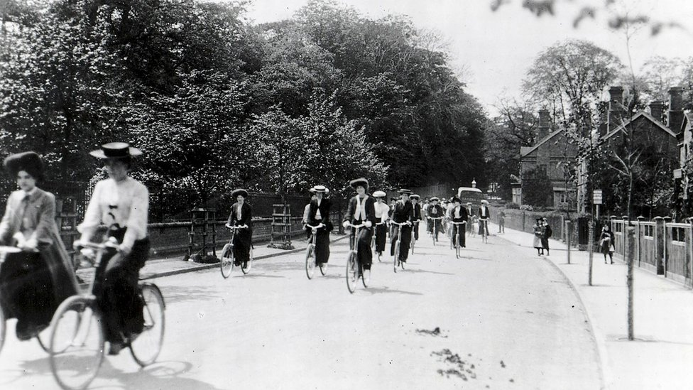 Cadbury employees cycling to work along Bournville Lane in 1905