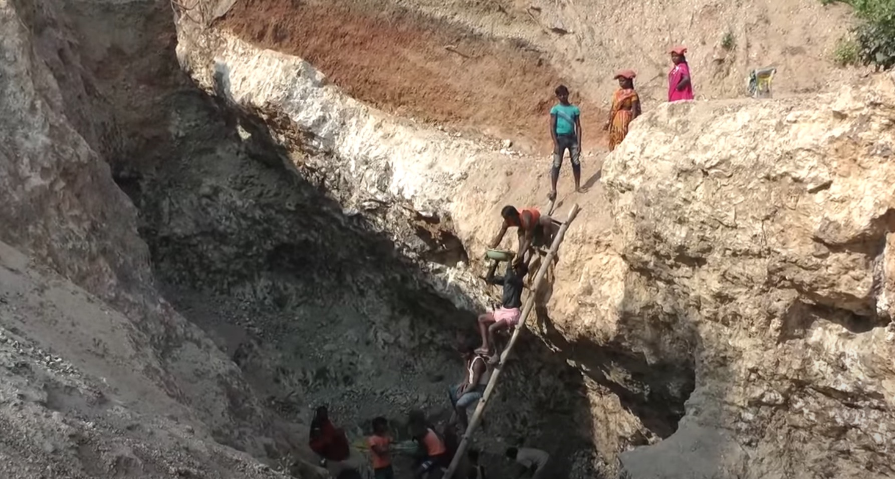 Children working in a mine in Jharkhand, India