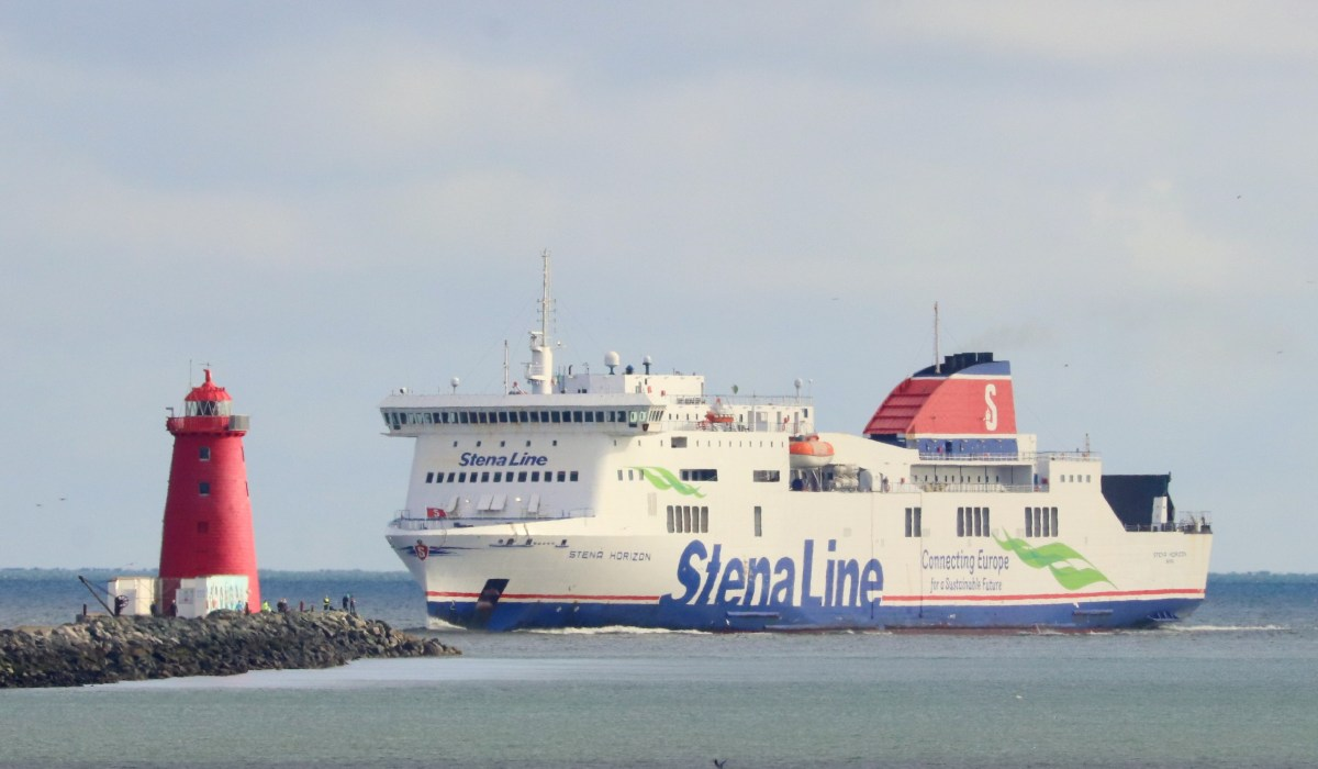 Stena Horizon approaching the Poolbeg lighthouse, inbound to Dublin earlier in October 2020. © Robbie Cox.