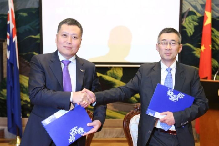 Haha Liu signs the letter of intent between AEAAI and the Chinese consulate in Melbourne in 2017.