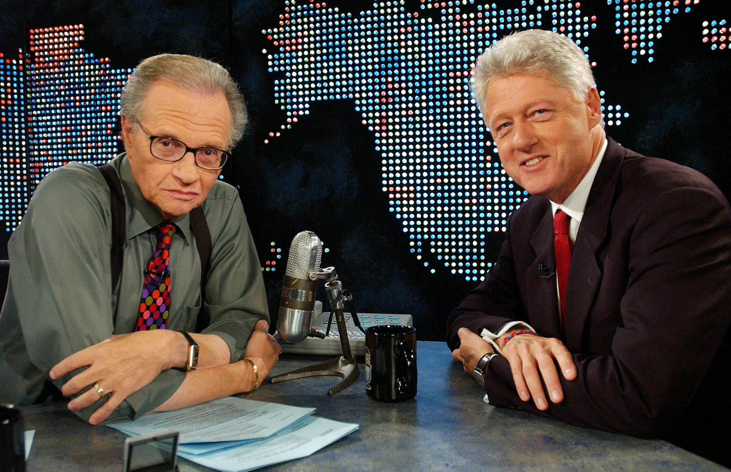 Larry King speaks with former US president Bill Clinton on CNN in New York on Sept 3, 2002. (Reuters File Photo)